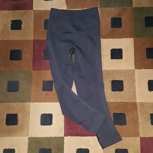 LULULEMON black capri leggings LIKE NEW